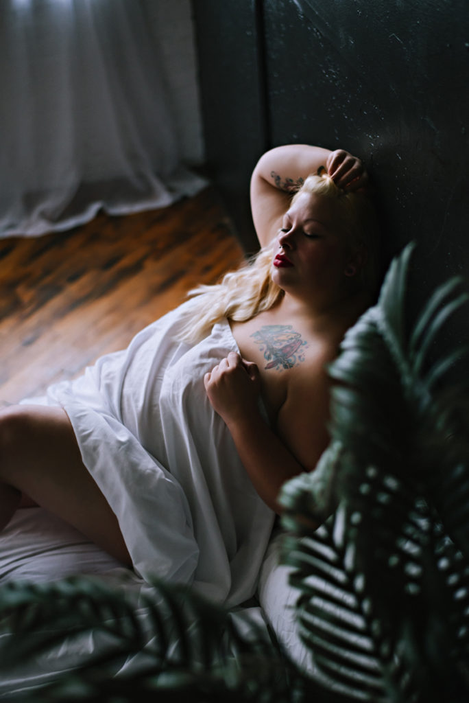 Dark-and-Moody-Boudoir-Photographers-3