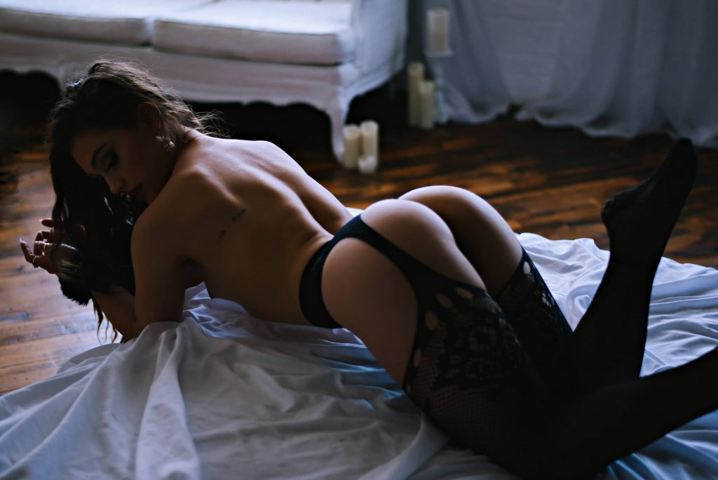 Sexy Topless Boudoir Photography (4)
