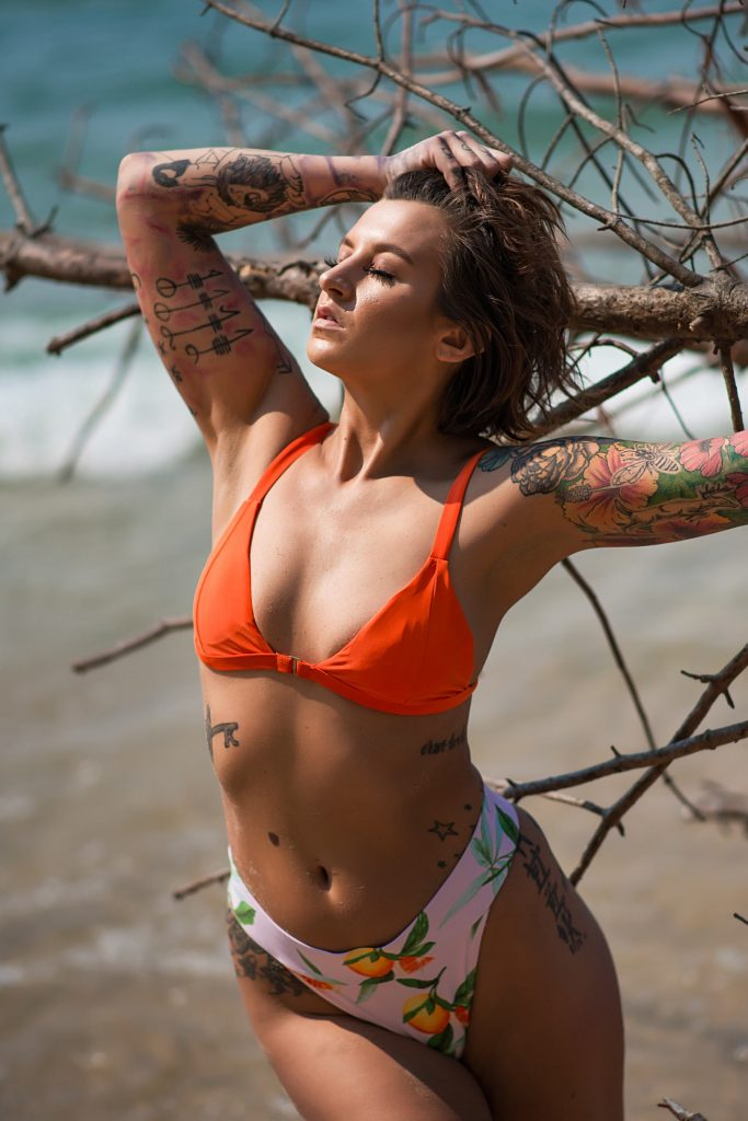 Sunny Beach Boudoir Photo Shoot at Lake Michigan (4)